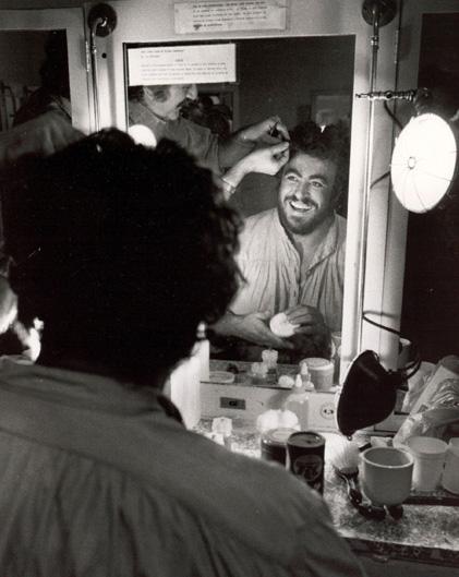 Luciano Pavarotti en los años ochenta antes de una presentación en el Lyric Opera de Chicago. (Foto: AP)