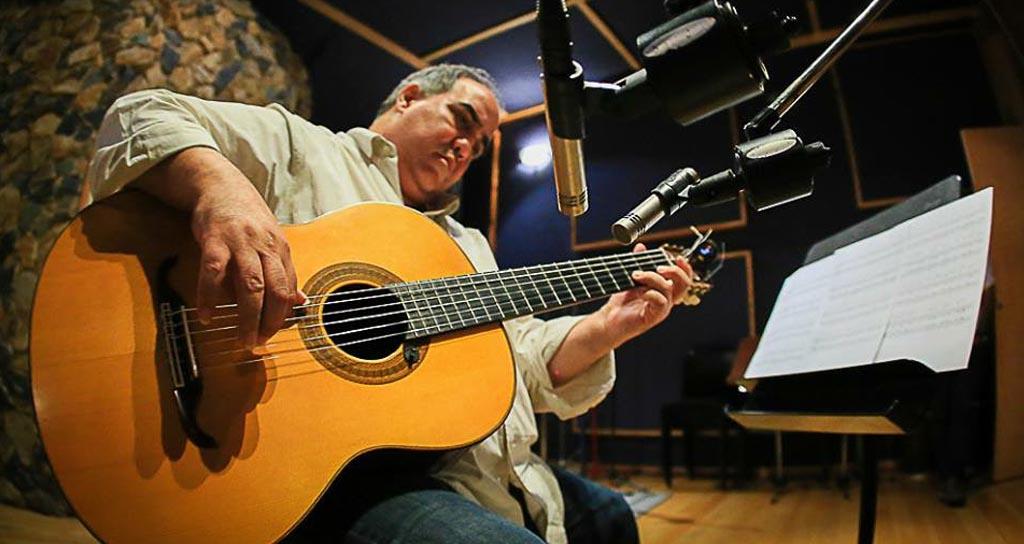 Aquiles Báez presenta su nuevo repertorio Solamente guitarra