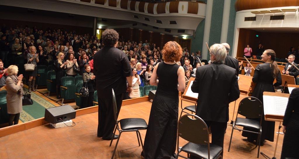 Triunfal debut de Gerardo Estrada con la Orquesta de Cámara de Belarús