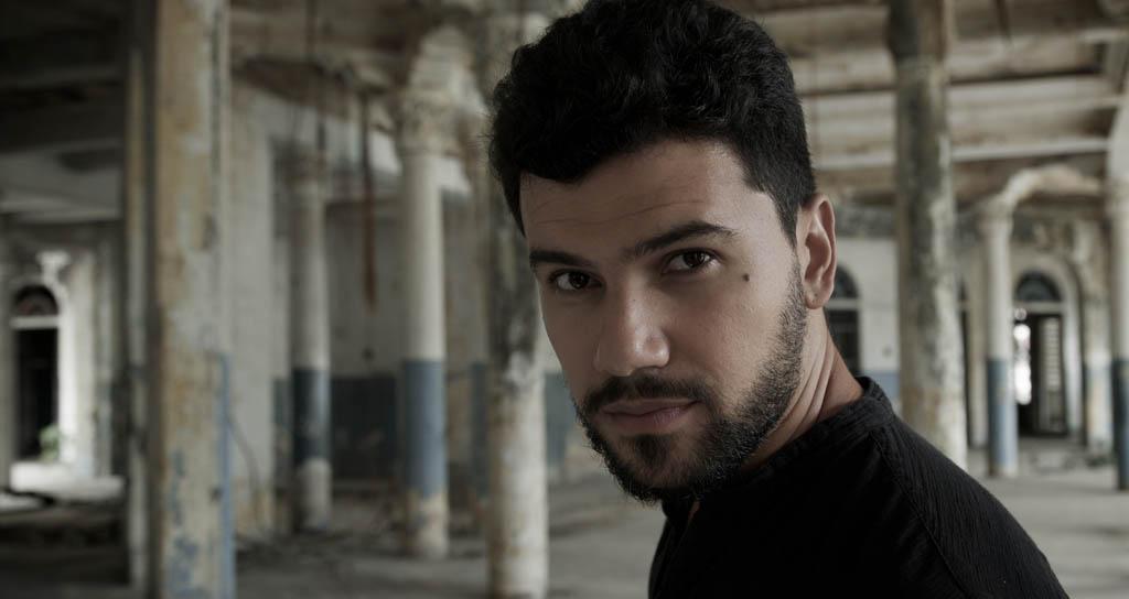 El cantautor José Delgado realiza por Europa gira de prelanzamiento de su quinta producción titulada Algo.