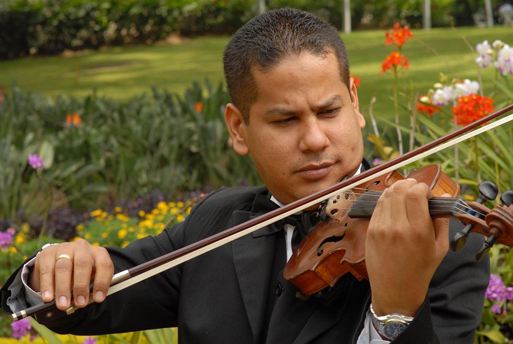 Mario Joel Mujica - primeros violines
