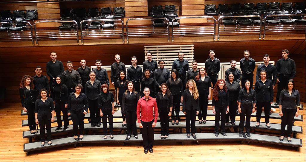 Coro Juvenil del Conservatorio de Música Simón Bolívar celebra el cumpleaños de El Sistema