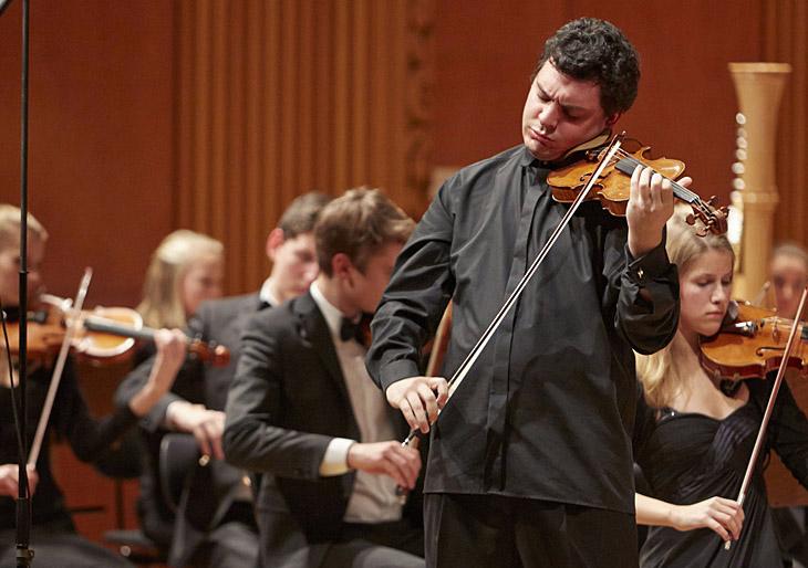 Un germano-brasileño, nuevo concertino de la Filarmónica de Viena