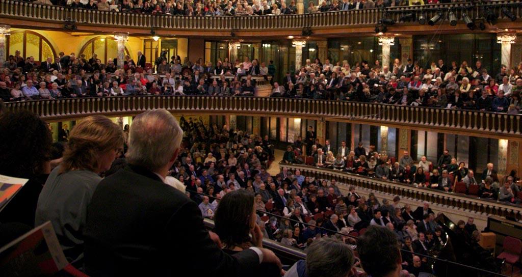 """Crítica: Gustavo Dudamel y Yuja Wang interpretan la """"Sinfonía Turangalila"""" en el Palau de la Música Catalana"""