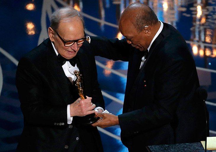 Ennio Morricone logra su primer Oscar a los 87 años
