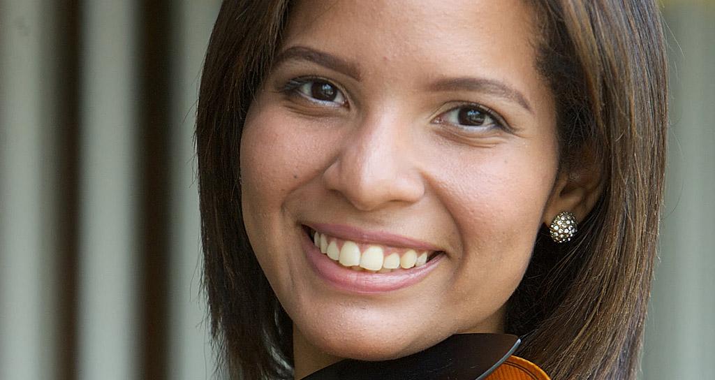 Violinista Fabiola Gamarra se presenta en concierto con la Orquesta Sinfónica de Falcón