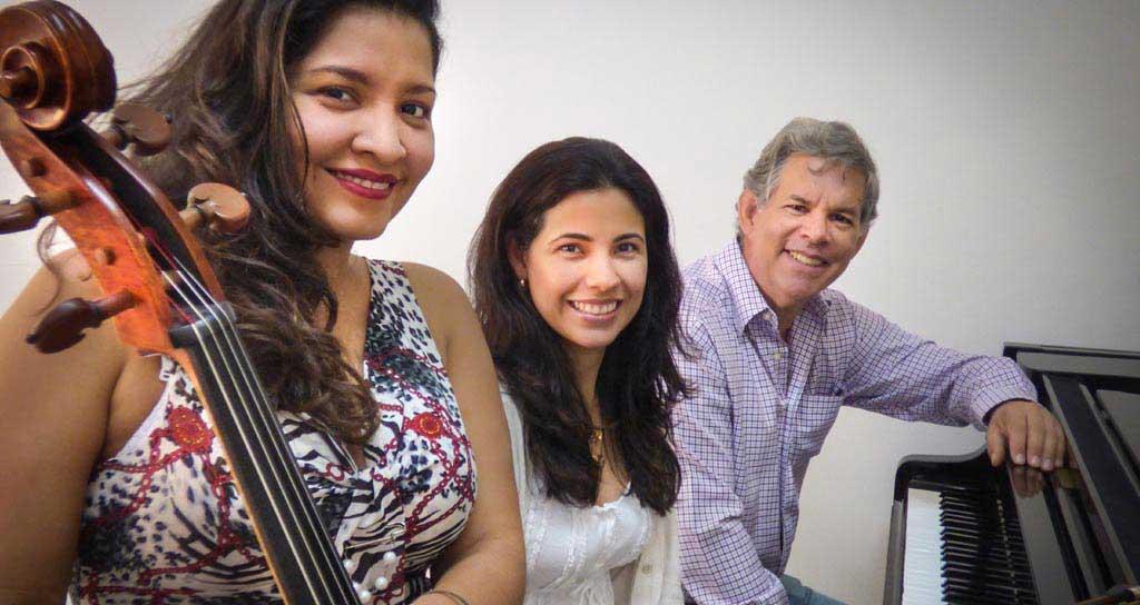 Cuatro Manos y Un Cello en el Salón Siglo XXI