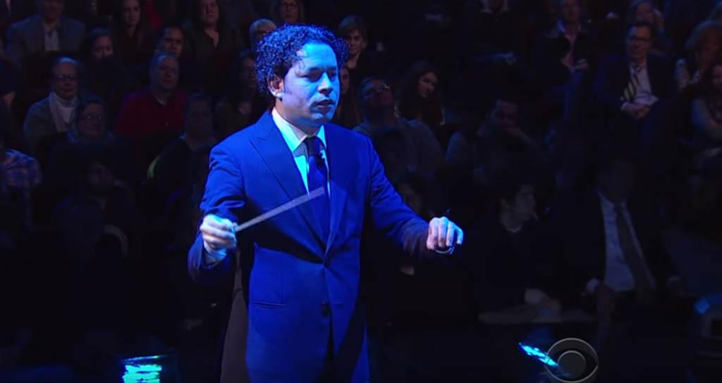 """Gustavo Dudamel y la Filarmónica de los Ángeles interpretan la """"Fanfarria para el Hombre Común"""" en The Late Show"""