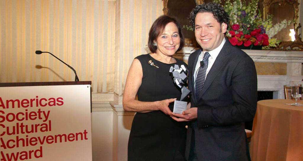 Americas Society premia logros culturales de Gustavo Dudamel