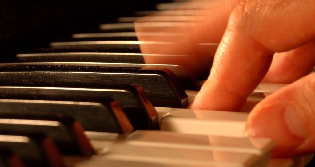 ¿Tienen los directores de orquesta y pianistas una mejor atención?