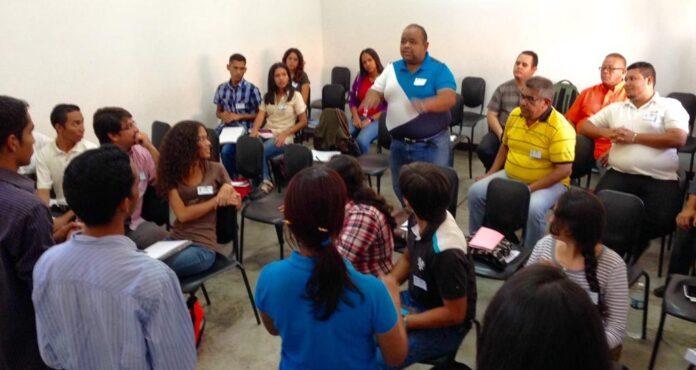 El maestro Pablo Morales Daal, de la Fundación Shola Cantorum de Venezuela y facilitador del taller manifestó que en el taller se abordarán las técnicas de dirección coral, entrenamiento auditivo, técnica vocal y herramientas pedagógicas.