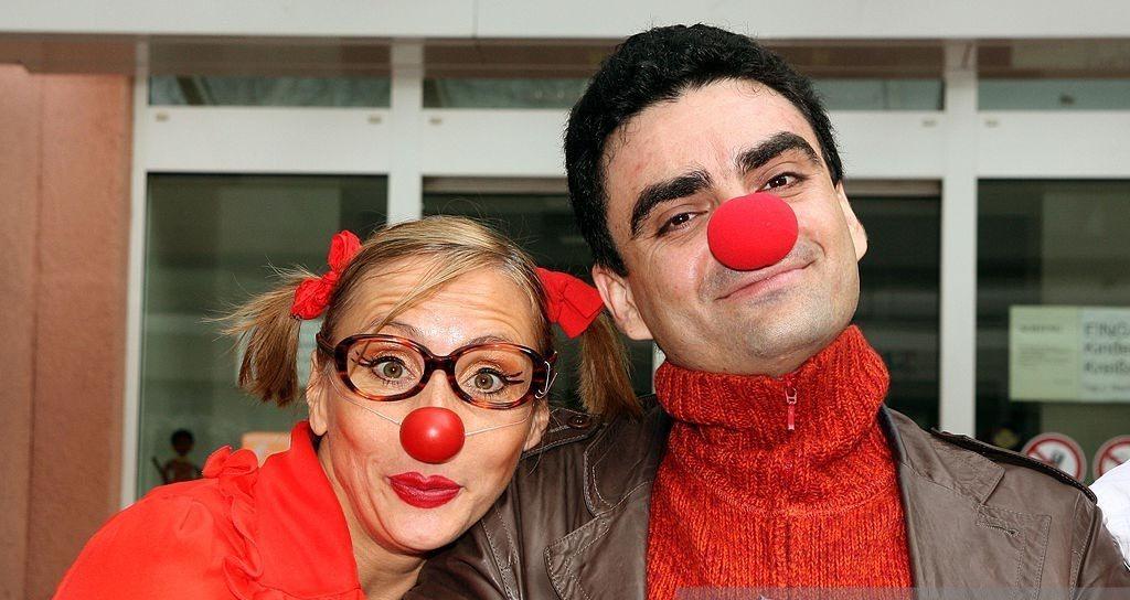 El tenor Rolando Villazón visitará a refugiados en Berlín vestido de payaso