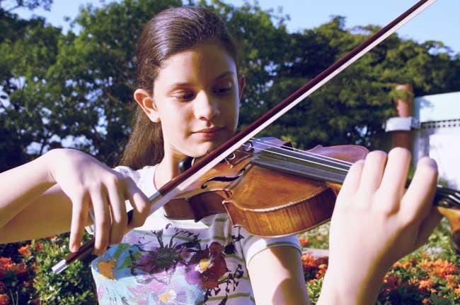 Joven violinista venezolana será premiada por academia de música en Suiza
