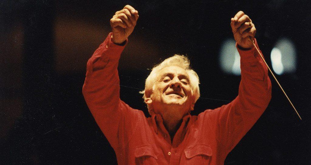 Leonard Bernstein explica elocuentemente qué hace un director de orquesta