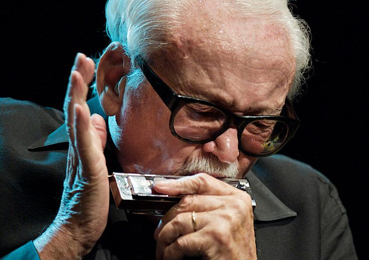 Muere Toots Thielemans, armonicista y leyenda del jazz, a los 94 años