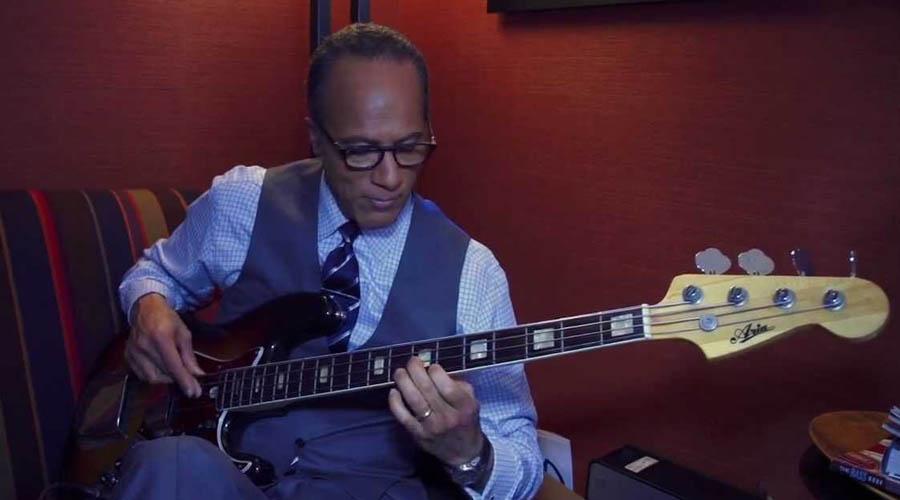 Lester Holt, el bajista de jazz que moderó el debate en EE.UU.