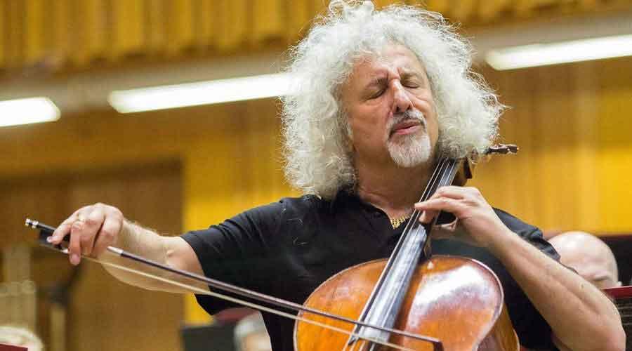 """""""Uno nunca debe usar la música con el fin de mostrar lo bien que toca el instrumento."""" Mischa Maisky"""
