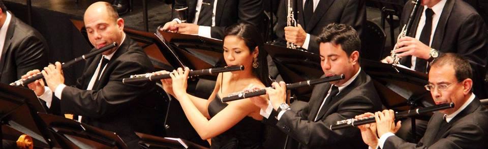 Fila de flautas de la Orquesta Sinfónica Simón Bolívar (la pionera) Ana Paola y José García Guerrero