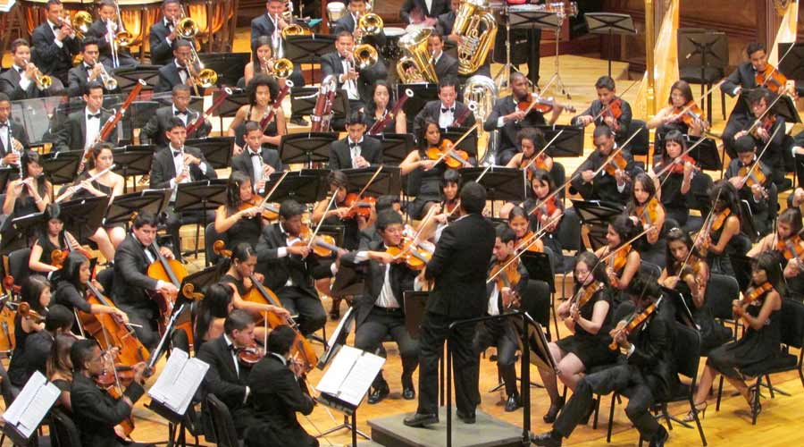 La Orquesta Sinfónica Juvenil del CMSB se pasea por la música venezolana con la voz de Alejandro Zavala