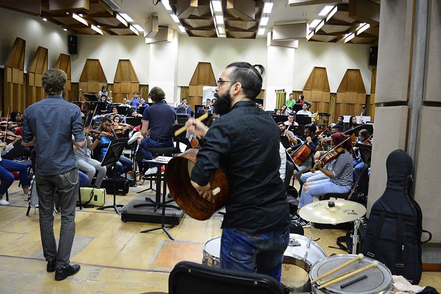 """Gaélica ensancha su corazón con el sonido orquestal en """"Una Sinfonía de Paz"""""""