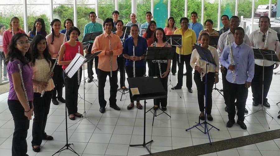 Orquesta Nacional de Flautas recibe La Navidaden el Salón Siglo XXI