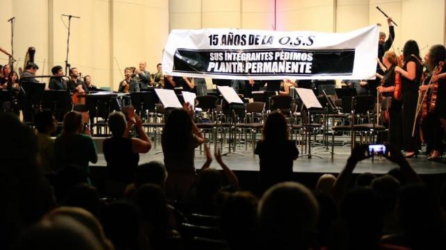 En medio del concierto, los músicos de la Orquesta Sinfónica de Salta protestaron por mejores condiciones laborales