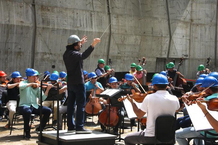 Gustavo Dudamel llevó música a la construcción del Centro de Formación Docente de El Sistema
