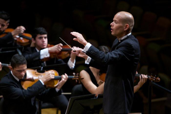 El Concierto para violín de Tchaikovsky y la Sinfonía Nº 5 de Prokófiev sonarán en La Sede
