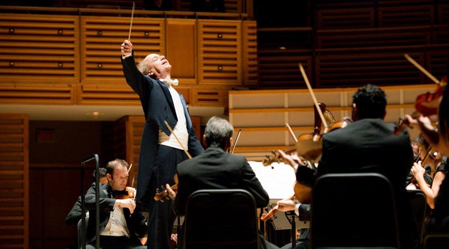 "El Maestro Eduardo Marturet dirige ""Ocean Drive in Vienna"""