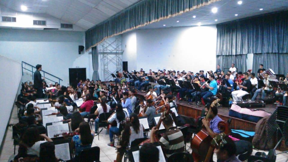 Orquesta Sinfónica Juvenil Mozart presenta concierto en el Teatro Omar Hurtado