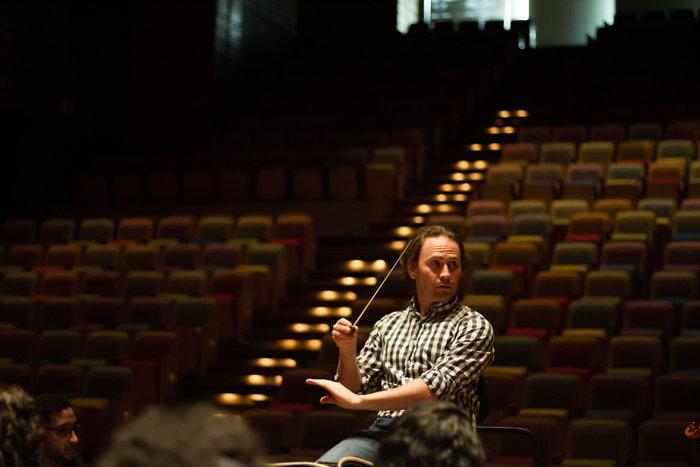 Christian Vásquez regresa a su tierra para dirigir en el teatro que lleva su nombre