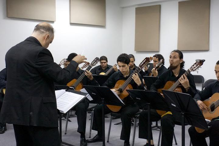 La Orquesta de Guitarras del Conservatorio de Música Simón Bolívar se presentará en la Sala Fedora Alemán del CNASPM