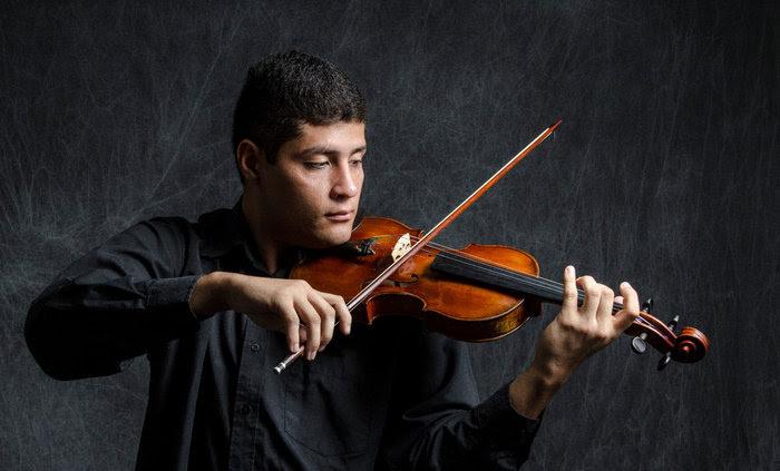 Edgar Querales asume el reto de interpretar a Brahms