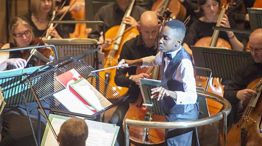 Con tan solo 11 años, deslumbró a todos en su debut como director de orquesta