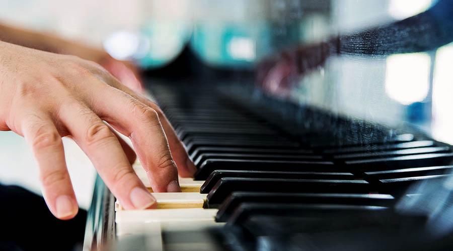 ¿Es necesario tener los dedos largos para ser un buen pianista?