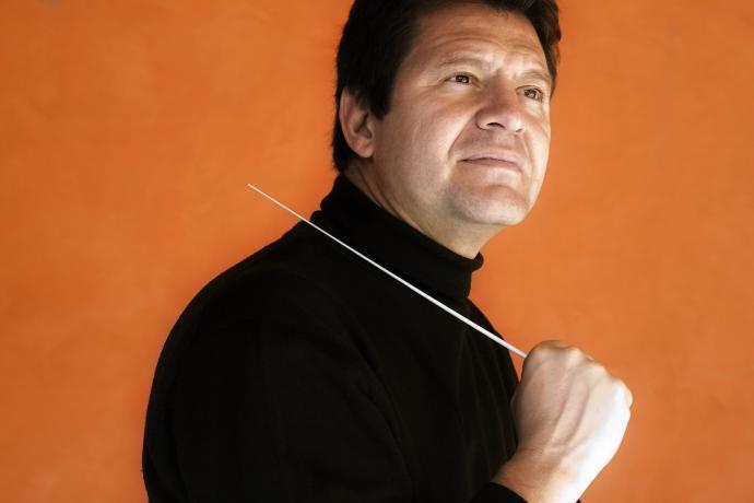 La Orquesta Filarmónica de Málaga renueva a Manuel Hernández-Silva
