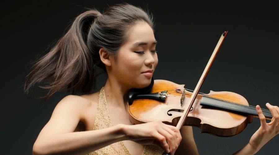 """Esther Yoo: """"Tengo una conexión casi humana con el violín"""""""