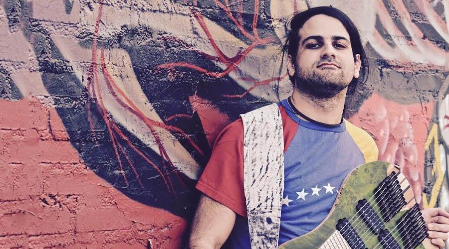 Félix Martin pide libertad para Venezuela a través de su guitarra eléctrica