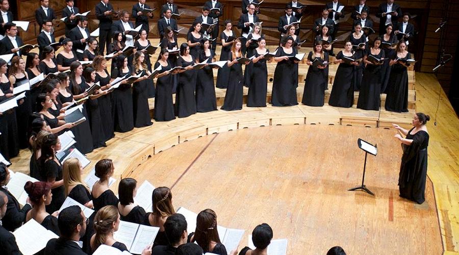 Coro y danza llegan al escenario de la Sala Simón Bolívar para interpretar la Missa Brevis