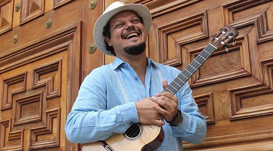 Luis Pino rinde tributo a Hernán Gamboa«El Cuatro de Venezuela»