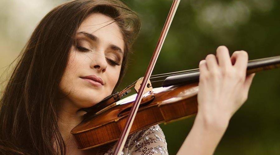 Esther Abrami: el sentir de la música combinado con la elegancia de la moda