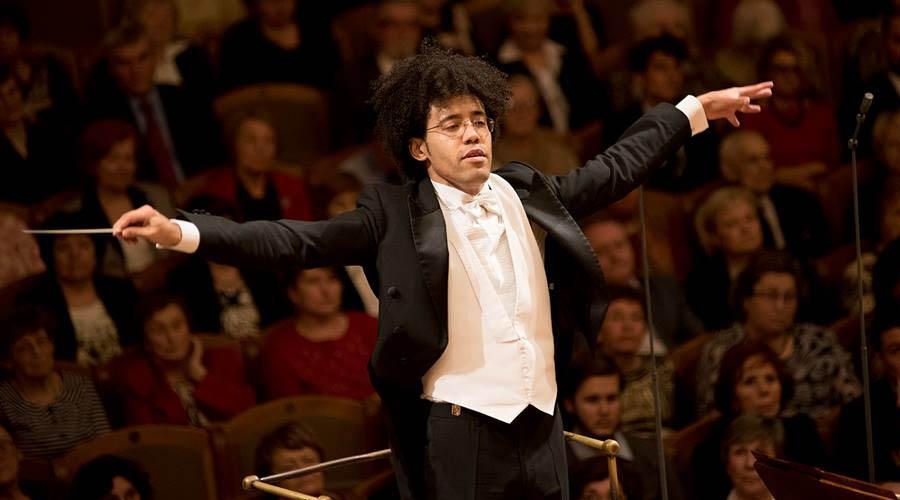 Rafael Payare conduce esta noche a la Filarmónica de L.A. sin olvidarse de su Venezuela de origen