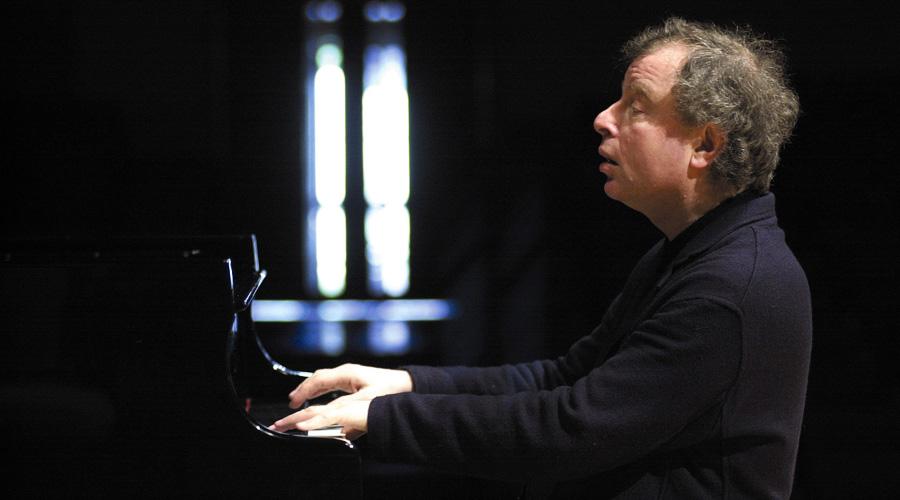 András Schiff: «Bach me limpia el cuerpo, la mente y el espíritu»