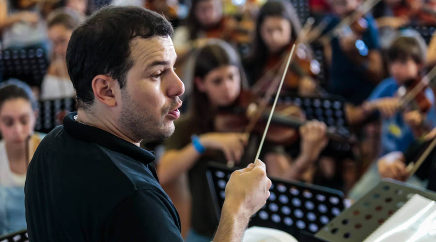 Joshua Dos Santos participa en Festival que reúne a más de 360 niños en Portugal