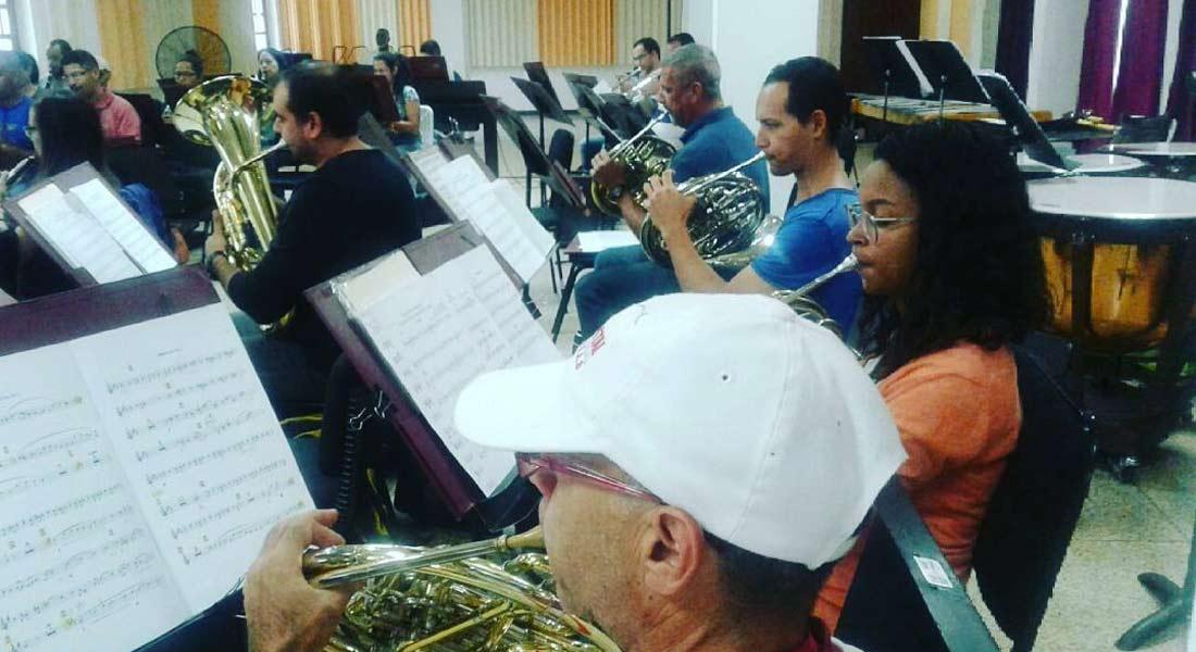 La Banda Marcial Caracas rinde homenaje a Rey Cantor