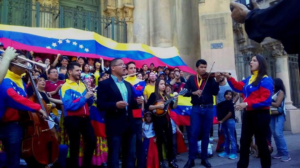 Los venezolanos en Chile tienen su propia orquesta