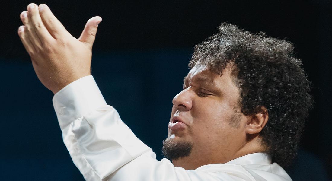 El venezolano Gerardo Estrada dirige en Hungría