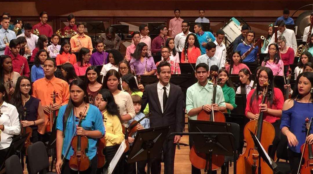 Ollantay Velásquez inicia con paso firme su carrera como director de orquestas