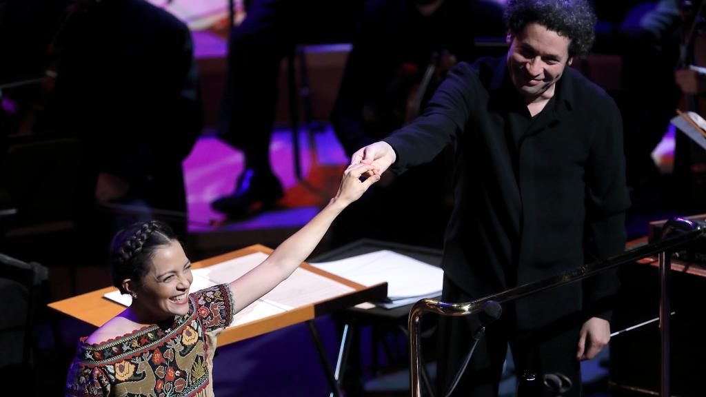Natalia Lafourcade y Gustavo Dudamel llenaron de 'Musas' el 'Walt Disney Concert Hall'