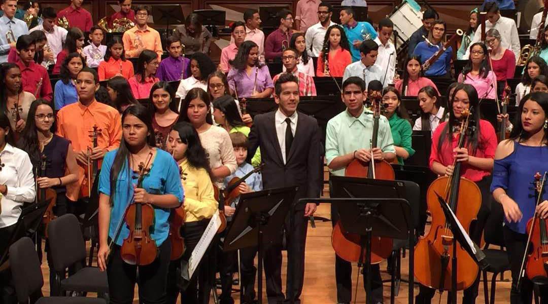Ollantay Velásquez se estrena este sábado como titular de la Sinfónica José Francisco del Castillo